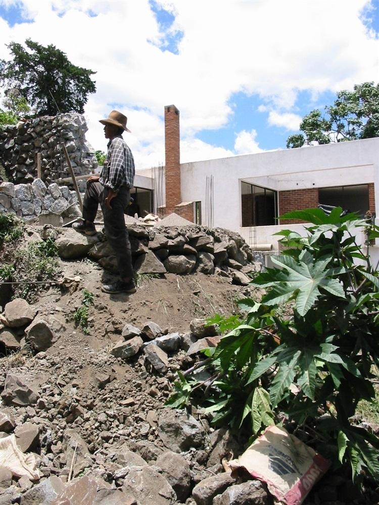 La maison en construction, un masson de San Marcos.© Photo : P.-Y. Diascorn