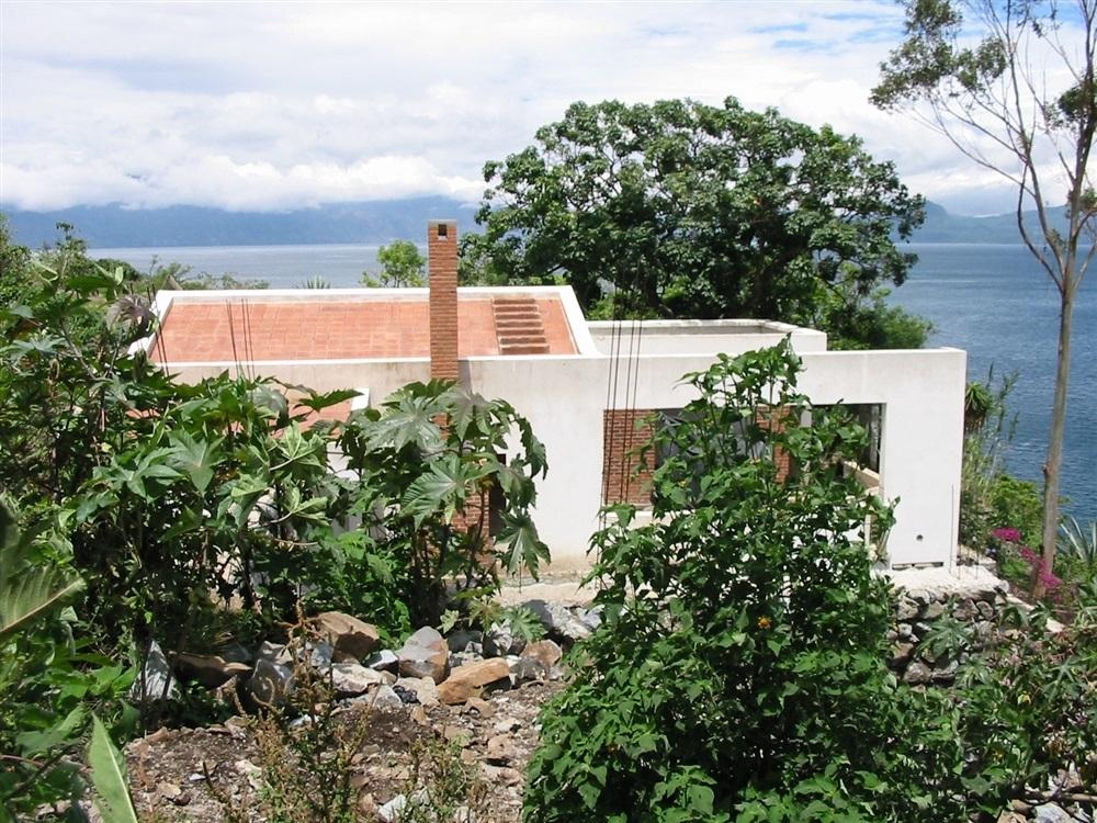 Vue sur les toits terrasse en terre cuite.© Photo : P.-Y. Diascorn