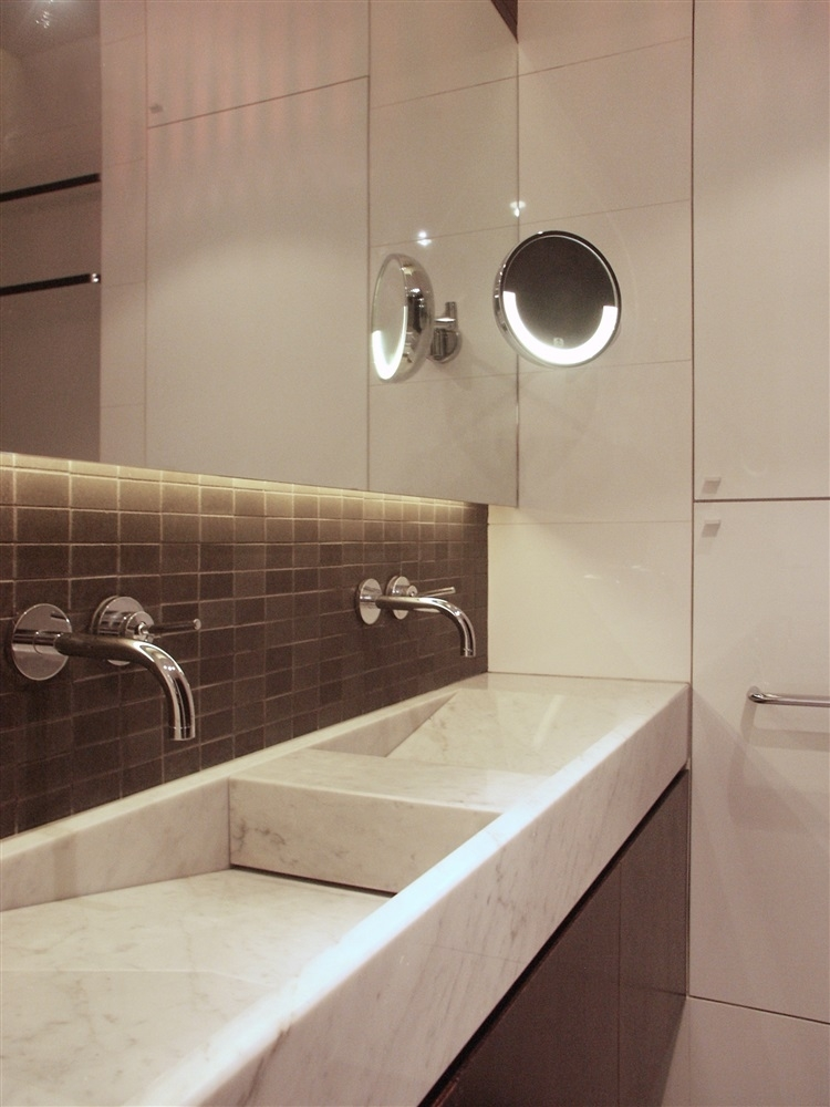 détail lavabo en marbre