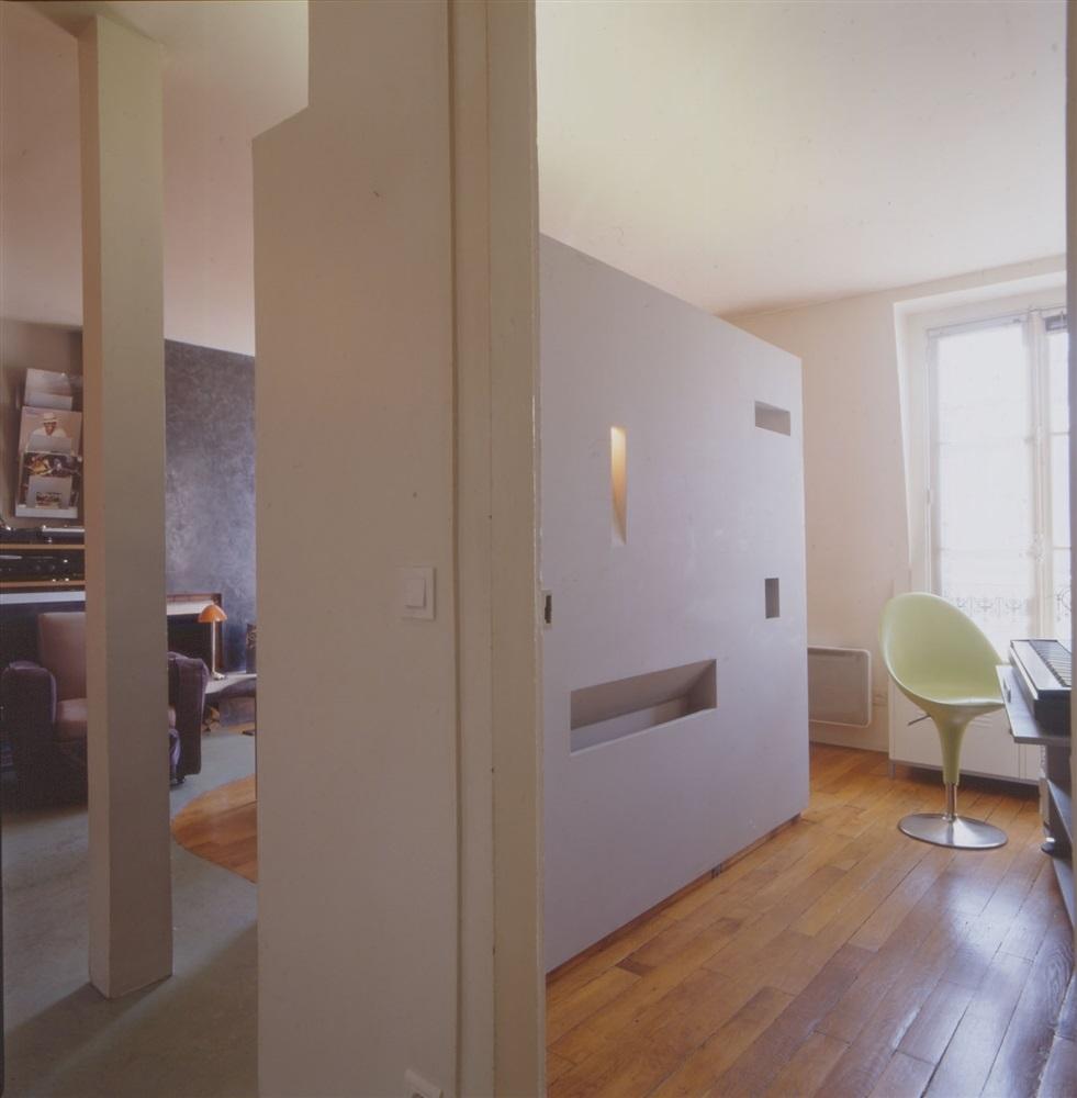 Découverte de l'appartement depuis l'entrée© Photo Hervé ABBADIE