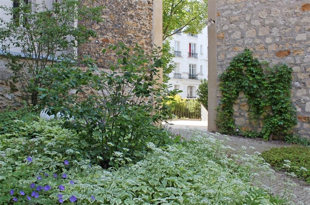 Accès vers rue F. Lemaître enfond jardin