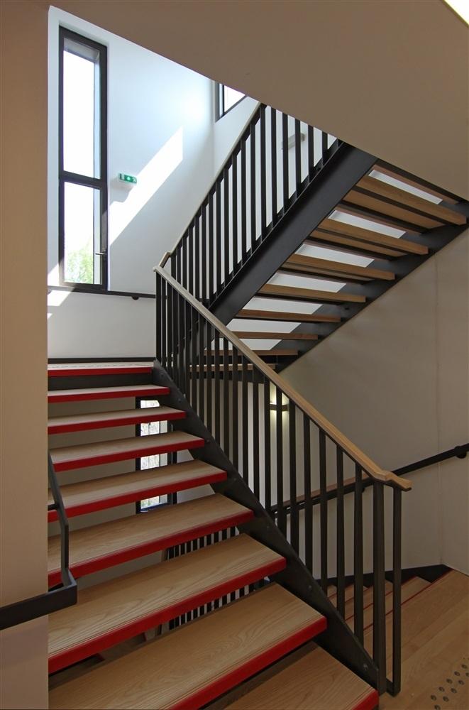 Escalier accès aux étages des chambres
